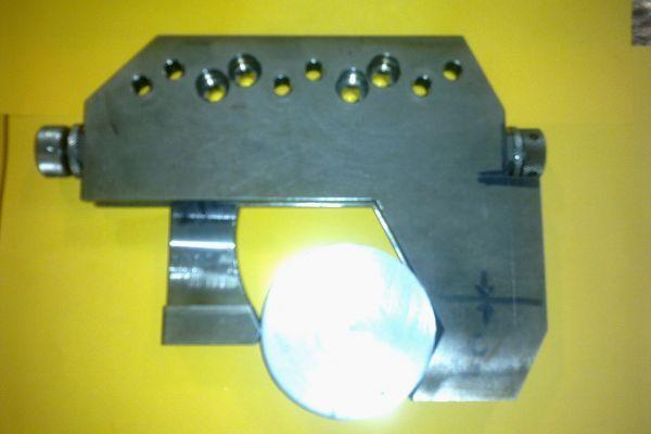 clamping-vise-wire-cutAB8C4371-6885-3426-D9CF-1DED075782E7.jpg
