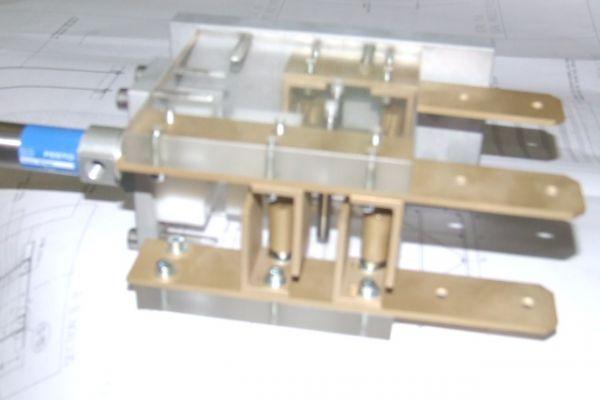 high-tension-pneumatic-breaker4ED6D8CD-18B6-3887-44B6-25C490F9D37D.jpg