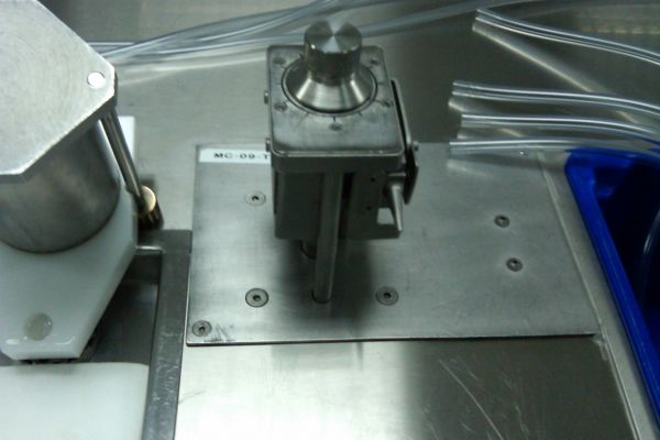 plastic-tube-stretching-machines6E7EBE86-CCDC-0639-F240-BAC9D5B654D8.jpg